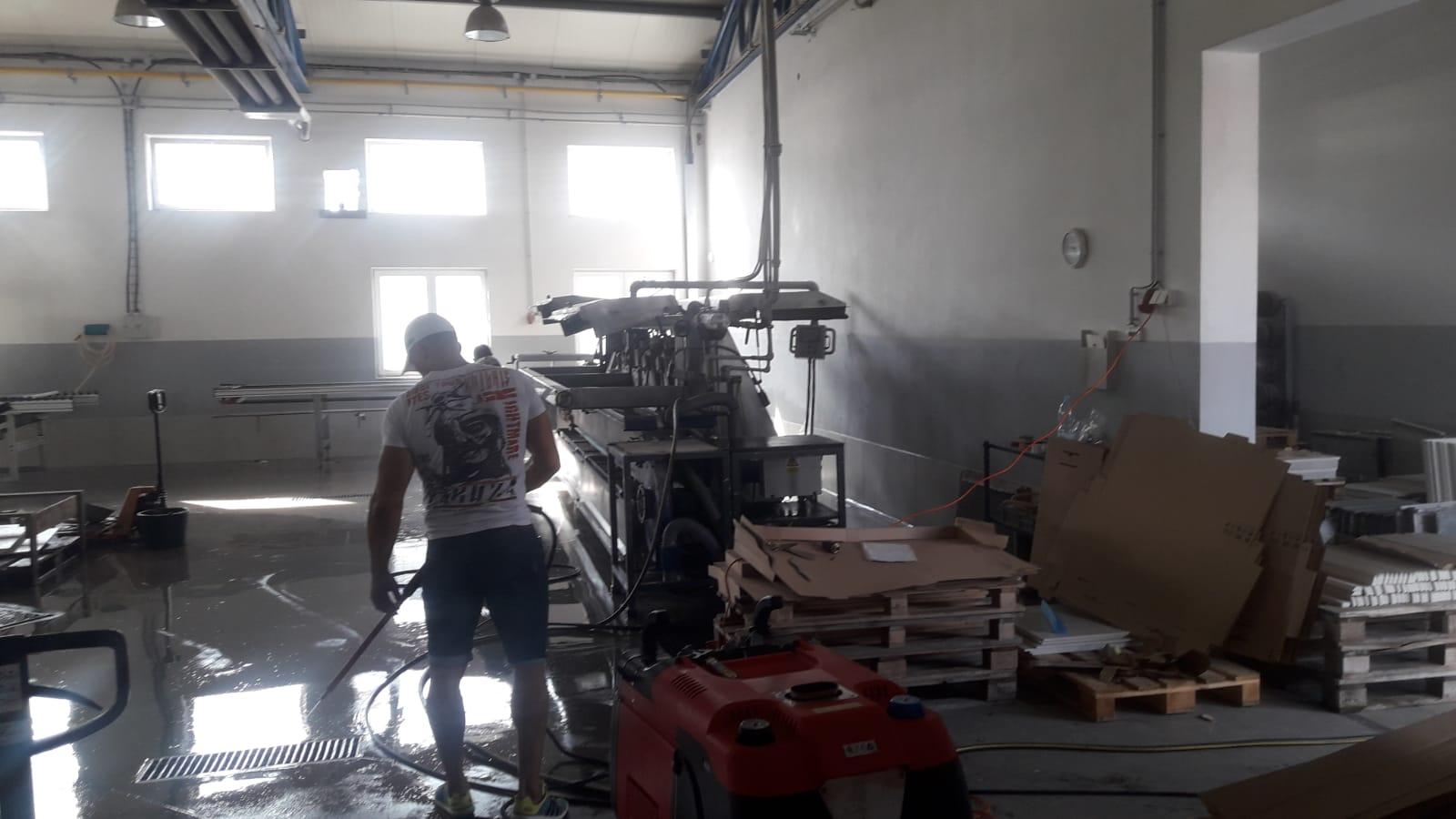Čištění strojů na řezání dlažby